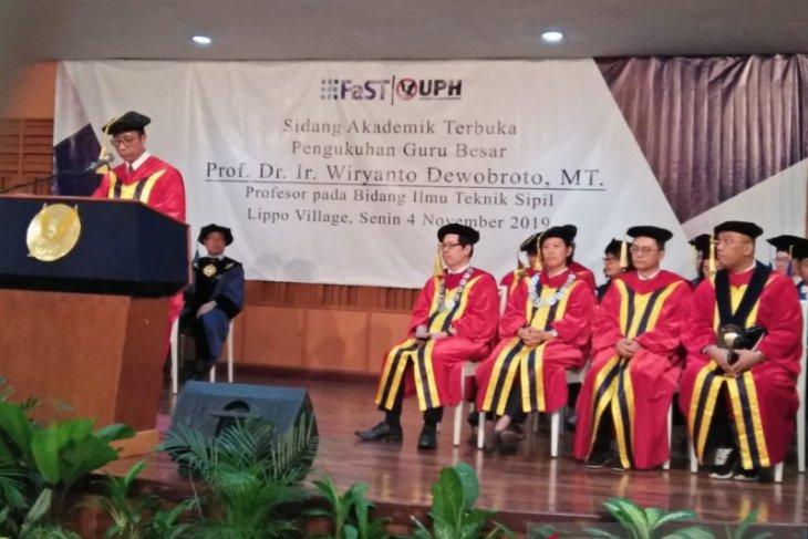 Prof Wiryanto dikukuhkan jadi guru besar teknik sipil oleh UPH Tangerang