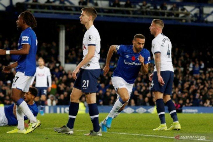Pertandingan Everton melawan Tottenham Hotspur diwarnai insiden