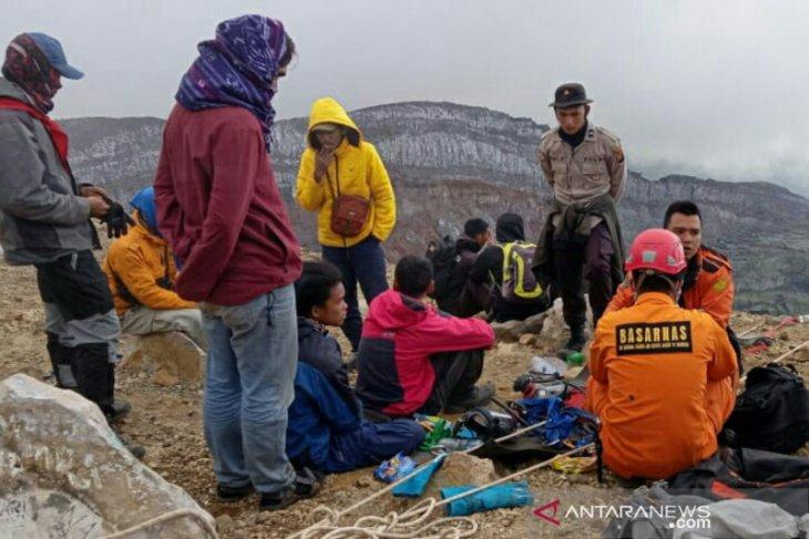 Evakuasi jasad dua pendaki asal Jambi di Gunung Dempo libatkan 100 personel