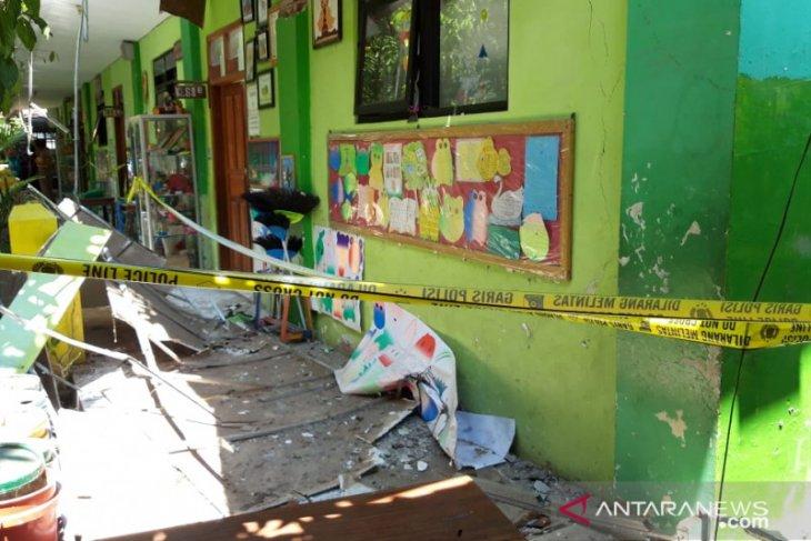 Murid dan guru tewas, Polda Jatim kirim tim forensik ungkap ambruknya atap SDN Gentong