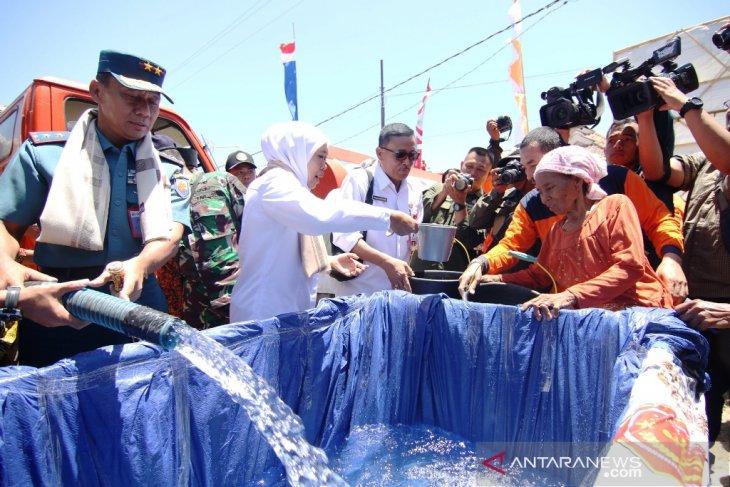 Pemprov Jatim salurkan 750 ribu liter air bersih untuk warga Pulau Sapudi
