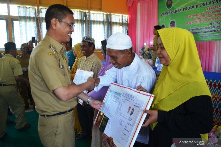 Wabup serahkan 55 isbat nikah Kecamatan Tabunganen