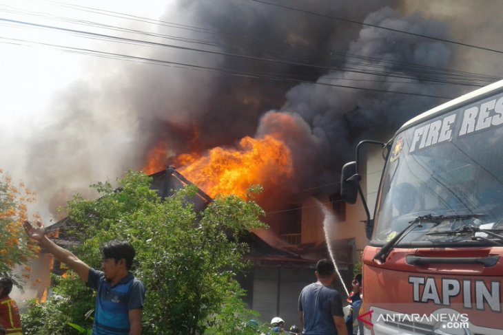 Delapan unit rumah di Tapin hangus terbakar