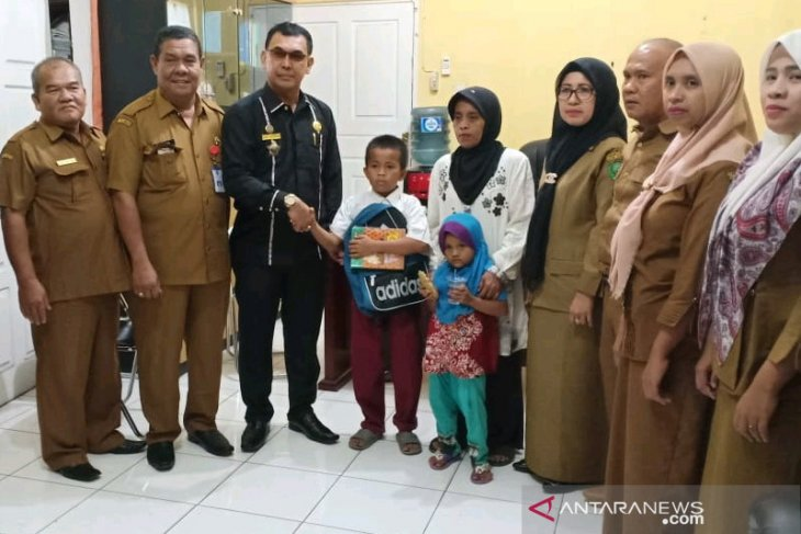 Ardiansyah Samosir penjual kerupuk kini bersekolah kembali