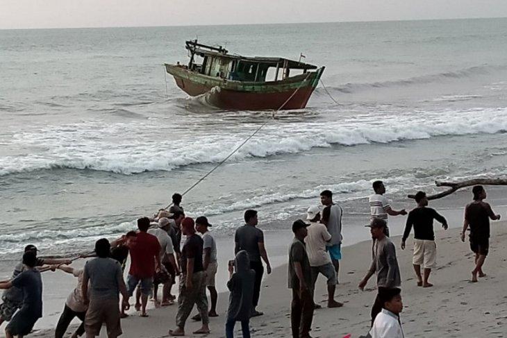 Nelayan Mukomuko tangkap kapal pengguna pukat harimau