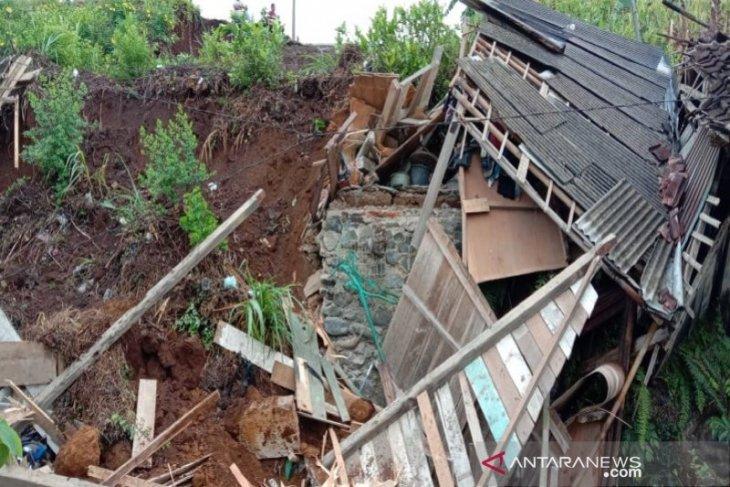 Ada enam kecamatan di Purwakarta masuk kategori rawan longsor saat musim hujan
