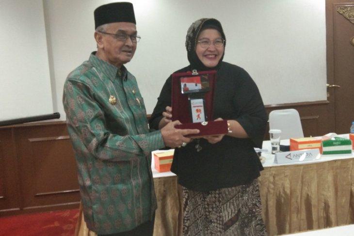 Bupati Banjar terima plakat LKBN Antara