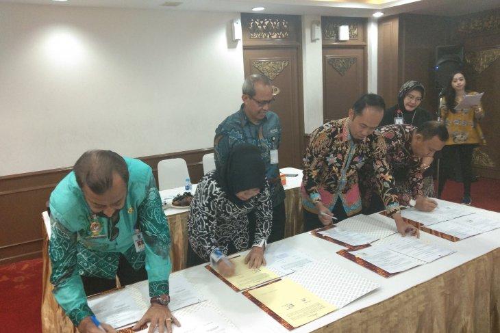 Kadis Kominfo menandatangani PKS penyebarluasan informasi publik
