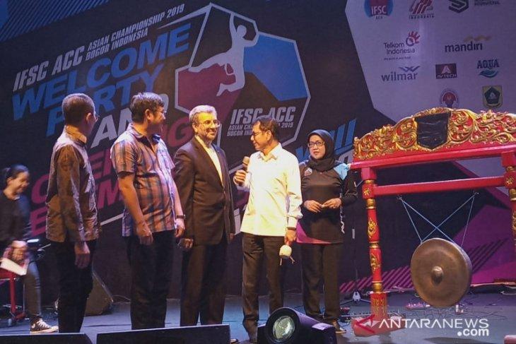 298 atlet dari 14 negara adu panjat tebing di Bogor