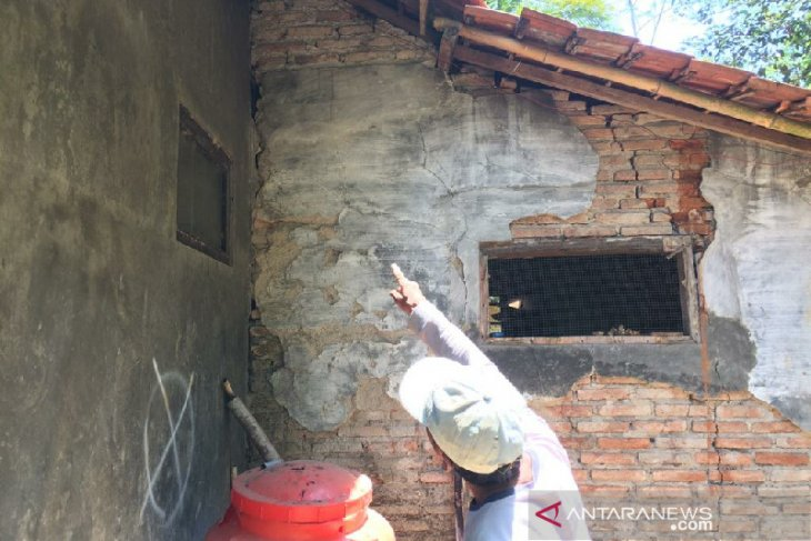 Rumah warga Tambaksari Ciamis terancam longsor akibat gerakan tanah