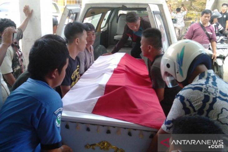 Jenazah Serda Iman Gea divisum di RSU Gunungsitoli
