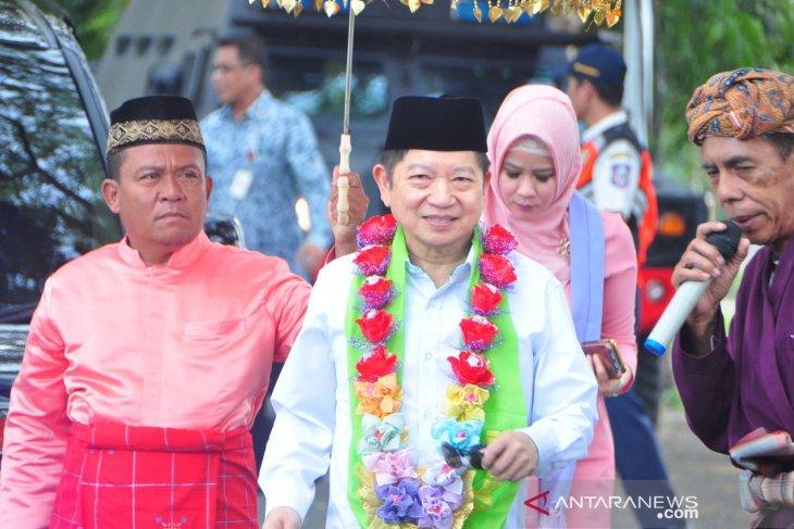 Menteri Suharso Monoarfa disambut upacara adat Mopotilolo di Gorontalo