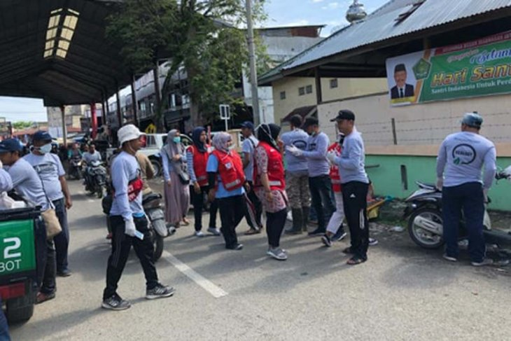 Peringati Hari Pahlawan, Komunitas Pijay Gleeh gelar sosialisasi dan aksi pungut sampah