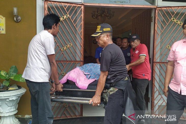 Seorang kades ditemukan tewas dengan lima bekas tusukan di badan