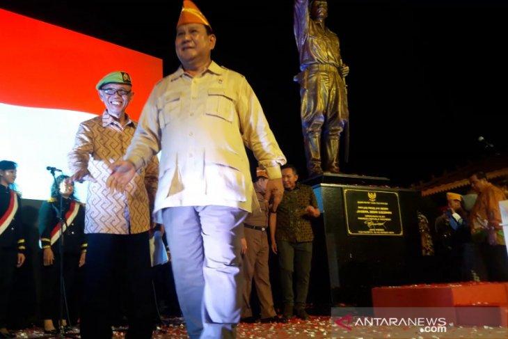 Menhan Prabowo resmikan patung Jenderal Soedirman
