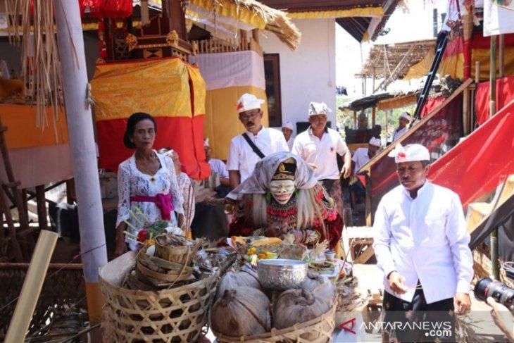 Pura Ulun Suwi Desa Adat Apuan-Bangli adakan upacara