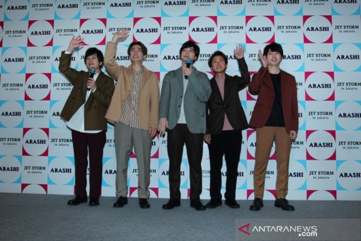 Arashi highlights weather, zoo in impressions of Indonesia with fans