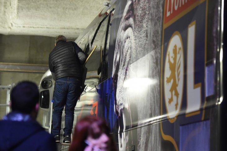 Bus bawa Lyon dilempari batu oleh pendukung Marseille