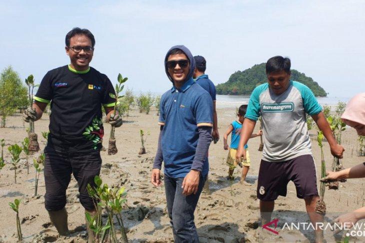 PLN Kalbar ikut lestarikan lingkungan tanam mangrove di Mempawah