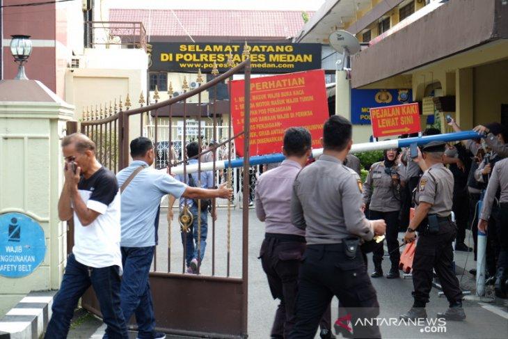 Densus olah TKP ledakan di Polrestabes Medan