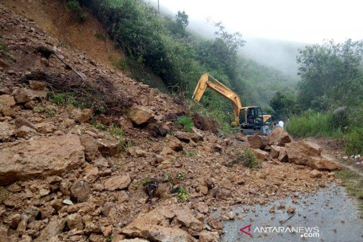 Longsor lumpuhkan jalan lintas kecamatan di Aceh Tengah