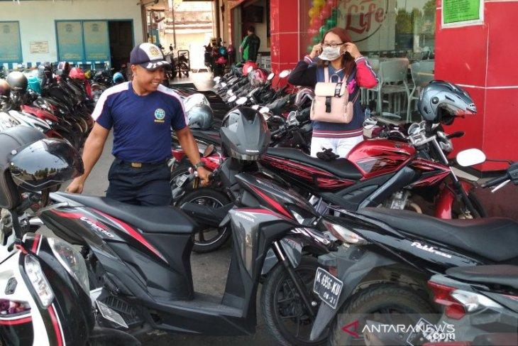 Parkir di Karawang diduga banyak yang dikelola secara ilegal