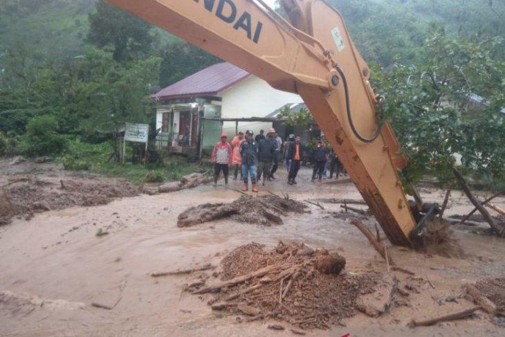 Banjir bawa material longsor ke pemukiman warga di Aceh Tengah
