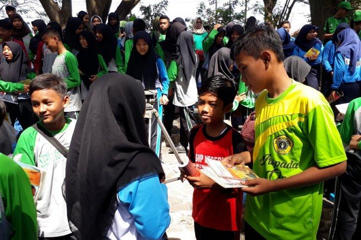 Pelajar kumpulkan buku