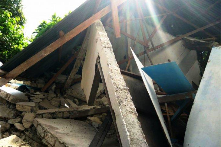 Pulau Ambon kembali diguncang empat gempa susulan satu rumah roboh