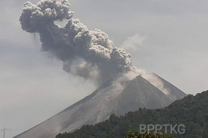 Mount Merapi released hot clouds spewing 1,000 meters from summit