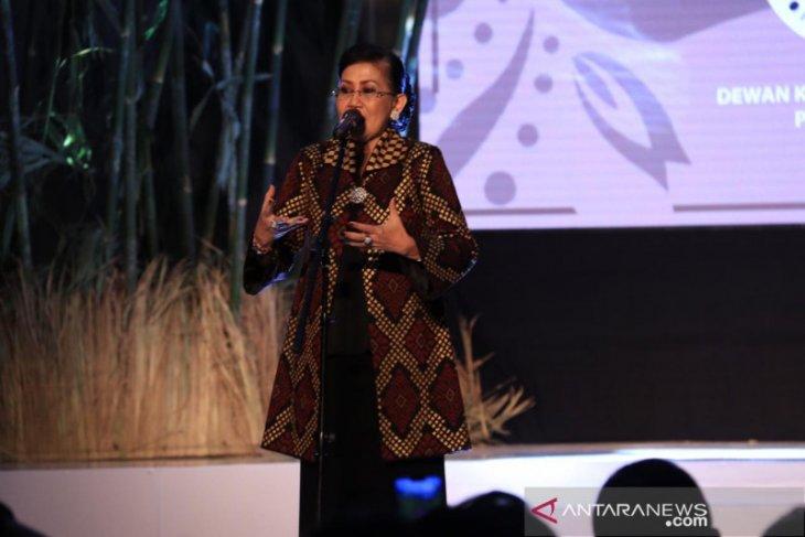 Gairahkan tenun bagi kaum milenial, Dekranasda Bali gandeng desainer