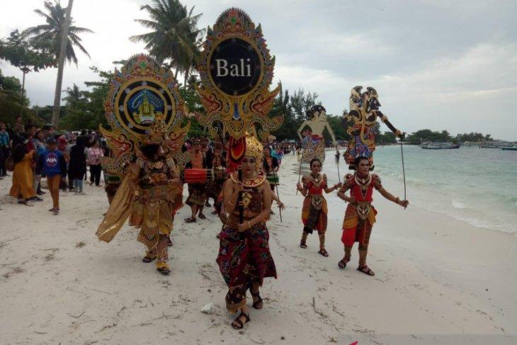 Di Belitung, seniman Bali disambut antusias pengunjung