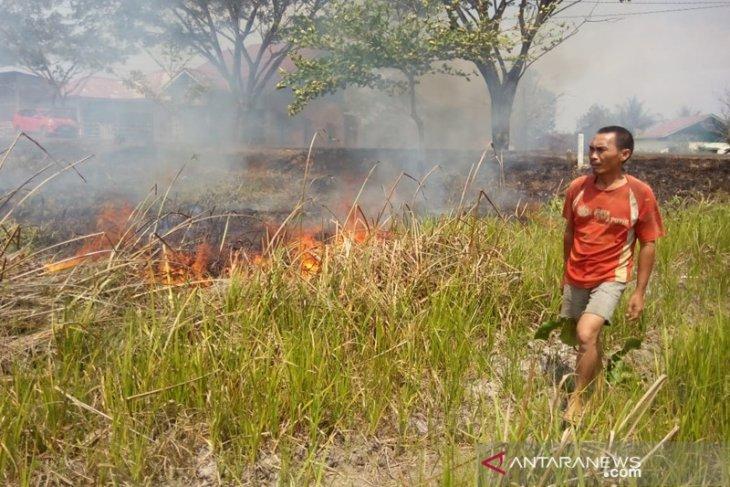 Warga bakar sampah, api menjalar ke Danau Dendam Bengkulu