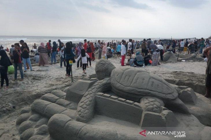 200 peserta berlaga di lomba kreasi patung pasir