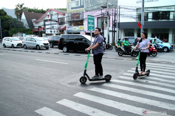 Rented e-scooters not permitted to cross thoroughfares in Jakarta