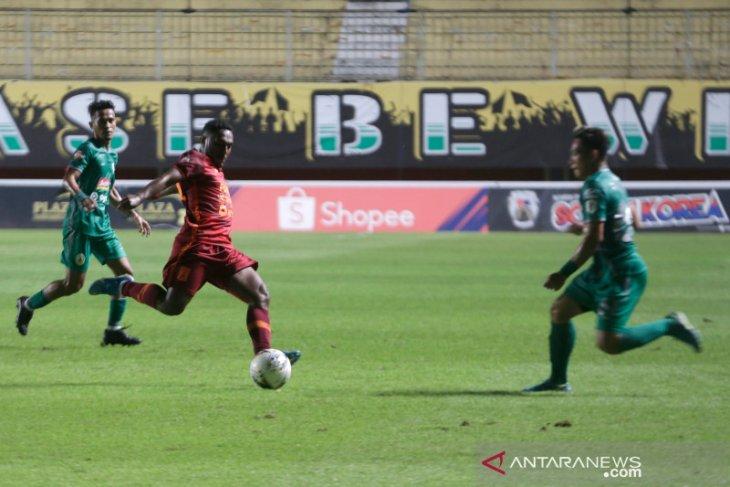 Persela Permalukan tuan rumah  Borneo FC 2-1