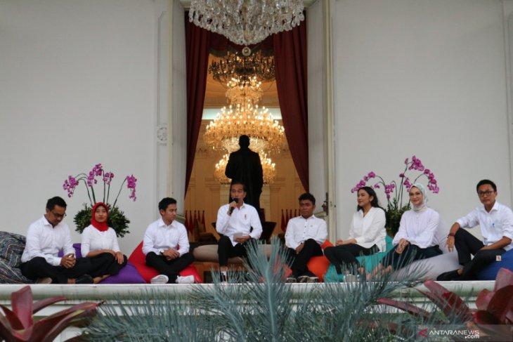 Presiden Jokowi kenalkan tujuh staf khusus milenial