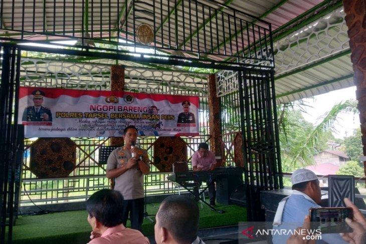 Kapolres Tapanuli Selatan ngopi bareng bersama wartawan