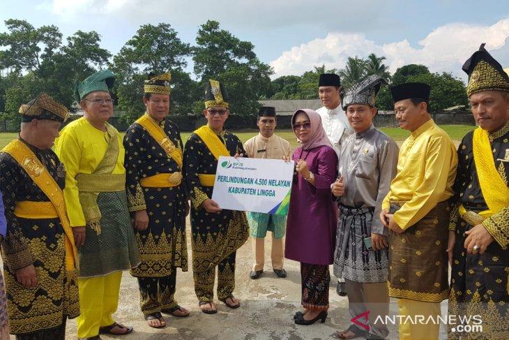 BPJS Ketenagakerjaan antarkan 4.500 kartu peserta nelayan Lingga