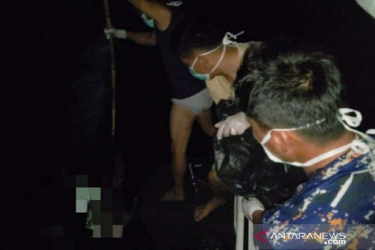 Satpolair Polres Bangka Barat evakuasi mayat terapung di Perairan Tanjung Besayap