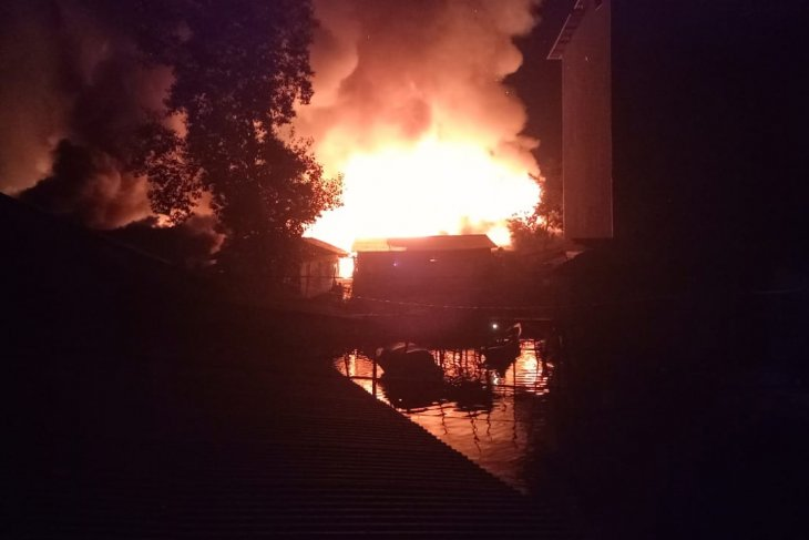 Dinsos kirimkan 600 paket untuk korban kebakaran Pulau Sebuku