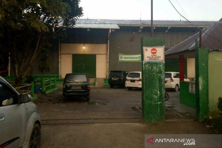 Perampok bersajam beraksi, pegawai pabrik kopi dibacok, bawa kabur Rp190 juta dan perhiasan