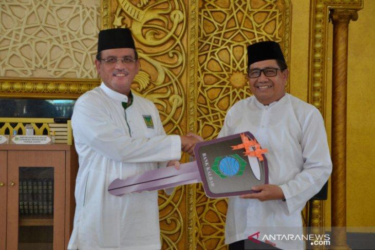 Bank Kalbar salurkan CSR satu unit mobil sampah kepada Yayasan Masjid Raya Mujahidin
