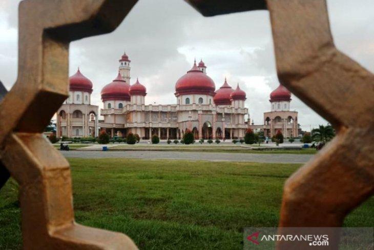 Pengeras suara Masjid Agung Meulaboh senilai Rp1 miliar rusak disambar petir