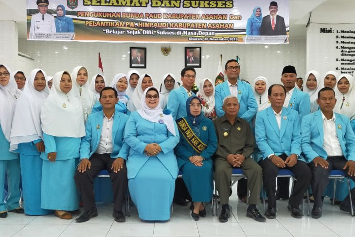 Titiek Sugiharti Surya dikukuhkan sebagai Bunda Paud Asahan