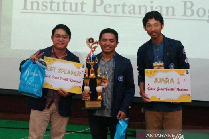 Tim IPB University juara pertama lomba debat sosial politik nasional