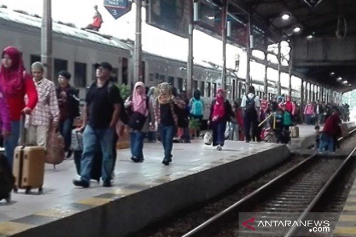Daop Madiun jalankan delapan KA untuk angkutan Natal dan Tahun Baru 2019/2020