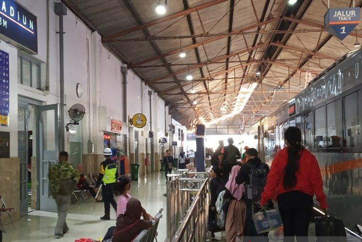 Penumpang KA angkutan Natal dan tahun baru di Madiun diprediksi naik 4 persen