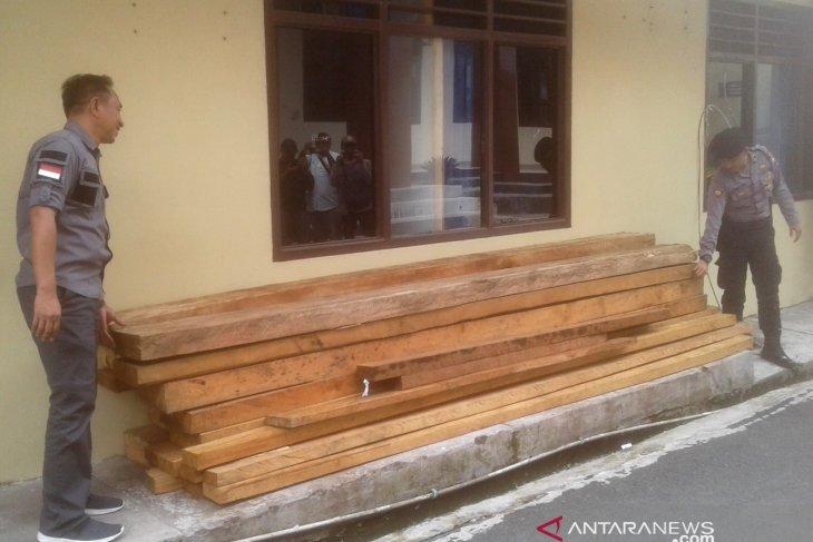 Polres Rejang Lebong selidiki pemilik kayu temuan