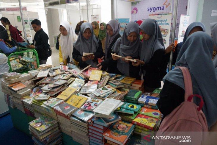 Pemkab Bekasi menggelar Book Fair 2019